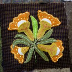 susis quilts: the wool quilt: row six Wool Applique Quilts, Wool Quilts, Wool Embroidery, Felt Applique, Applique Ideas, Flower Applique, Felted Wool Crafts, Felt Crafts, Caswell Quilt