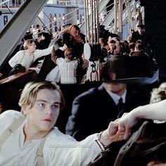 That scene breaks my heart😢😢😢 Kate Titanic, Titanic Ii, Titanic History, Titanic Movie Facts, Titanic Quotes, Great Films, Good Movies, Leonardo Dicaprio Movies, Leo And Kate