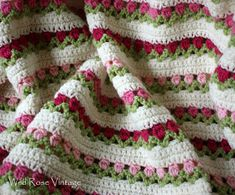 Wild Rose Vintage: Flowers In A Row. #Free #crochet #afghan #pattern. Such a pretty stitch