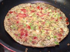 Even lekker makkelijk voor de lunch: Een voedselzandloper-omelet met tomaat en bosuitjes.