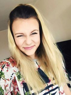 Dagibee #smile Youtuber, Cooler Look, Youtube Stars, Girl Crushes, Angel, Pure Products, Celebrities, Hair Styles, Hot