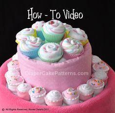 Diaper cake - Tarta de pañales - Baby shower gifts and crafts Idee Baby Shower, Fiesta Baby Shower, Baby Shower Crafts, Baby Shower Diapers, Baby Crafts, Baby Shower Parties, Baby Showers, Diaper Crafts, Washcloth Cupcakes