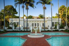 💙Tony Montanas Scarface Mansion Is For Sale 1 Film Scarface, Montana, Miami Architecture, Outside Pool, Mansions For Sale, Beautiful Villas, Dream House Plans, Luxury Villa, Luxury Homes