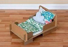 dolls bed diy cardboard - Google Search Cardboard Furniture, Kids Furniture, Furniture Making, Furniture Design, Cardboard Design, Diy Cardboard, Recycled Crafts Kids, Doll Beds, Diy Bed