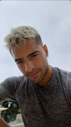 of a sexy latino man. Gorgeous Eyes, Beautiful Boys, Pretty Boys, Cute Boys, Maluma Haircut, Cleft Chin, Latino Men, Tumblr Boys, Baby Boy Outfits