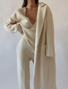 The Frankie Shop Wool Knit and Trousers, Cortana Virgin Wool Poncho , Andiata White Cashmere Scarf , Le Brand White Coat Lounge Outfit, Lounge Wear, Mode Outfits, Fashion Outfits, Fashion Trends, Classy Outfits, Casual Outfits, Mode Dope, Elegantes Outfit
