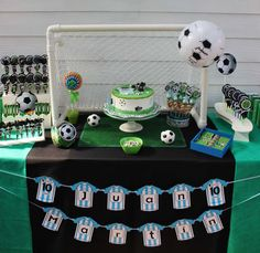 Bash Party Styling *'s Birthday / soccer party - Photo Gallery at Catch My Party Football Theme Birthday, Soccer Birthday Parties, Football Themes, Soccer Party, Sports Party, Casino Theme Parties, Birthday Party Themes, Football Football, Maria Nila