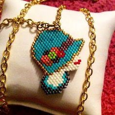 petites creations brick stitch ile ilgili görsel sonucu Wire Jewelry Making, Seed Bead Jewelry, Bead Earrings, Beaded Jewelry, Beaded Necklace, Beaded Bracelets, Beading Projects, Beading Tutorials, Beading Patterns
