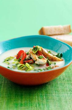 Potato pore soup with chicken - Suppe Thai Red Curry, Food And Drink, Potatoes, Favorite Recipes, Dessert, Meat, Chicken, Ethnic Recipes, Potato Soup