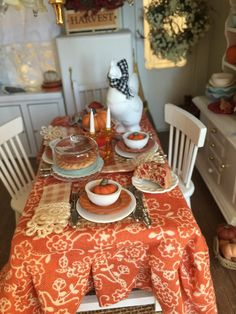 Fall Table and Full Table Scape and Chairs-Dollhouse Miniature Scale Dollhouse Supplies, Dollhouse Miniatures, Dollhouse Ideas, Miniature Kitchen, Miniature Food, Miniature Furniture, Dollhouse Furniture, Primitive Fall Decorating, Primitive Hutch