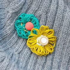 Wickelblümchen aus Wollresten / Flowers made from scraps of wool / Upcycling