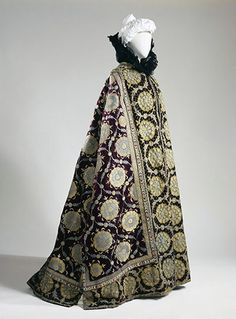 Cape, Worth, ca. 1895. Evening cape of la Comtesse Greffulhe. Patrick Pierrain/Galliera/Roger-Viollet