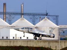 http://www.taiwanairpower.org/af/mirage/2051_land.jpg