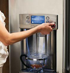 Prachtige strakke koelkast met ingebouwde waterkoker - Culy.nl
