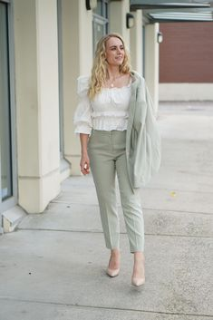 Don't miss this affordable work day look! - women's pantsuit - work day outfit - corporate fashion - lawyer fashion - lawyer style
