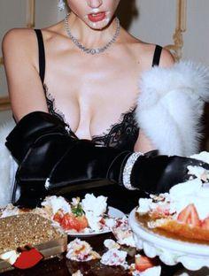 Publication: Vogue Paris February 2014 Model: Saskia de Brauw Photographer: Terry Richardson Fashion Editor: Clare Richardson Hair: Duffy Make-up: Yadim Vogue Paris, Fashion Shoot, Editorial Fashion, Fashion Trends, Editorial Photography, Fashion Photography, Nature Photography, Image Mode, Provocateur