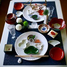 Japanese New Year, Japanese Food, New Year Table, Sushi Set, Plate Design, Bento Box, Food Presentation, Caprese Salad, Love Food