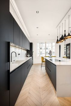 Discover recipes, home ideas, style inspiration and other ideas to try. Kitchen Room Design, Big Kitchen, Best Kitchen Designs, Kitchen Cabinet Design, Modern Kitchen Design, Home Decor Kitchen, Interior Design Kitchen, Kitchen Units, Kitchen Ideas
