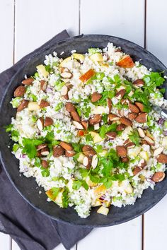 Blomkålssalat med æbler, sennepsdressing og ristede mandler - Stinna A Food, Food And Drink, Cobb Salad, Cauliflower, Side Dishes, Bacon, Salads, Low Carb, Keto