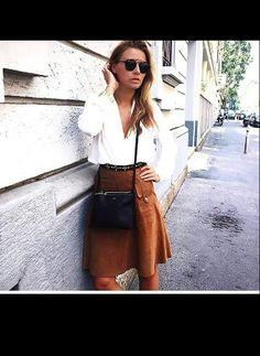 La trendsetter Veronica ferraro sceglie la gonna in suede marrone #stefanel per un look 70's