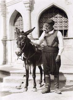 Heraklion, Daskalogianni square with a donkey Creta Greece, Athens Greece, Heraklion Crete, Greek Traditional Dress, Zorba The Greek, Ottoman Turks, Crete Island, Greek Culture, Winter's Tale
