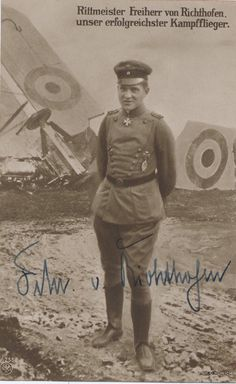 The Red Baron posing with a bit of biplane wreckage World War One, First World, Ww1 Pictures, Manfred Von Richthofen, Old Planes, War Image, Austro Hungarian, Fighter Pilot, German Army