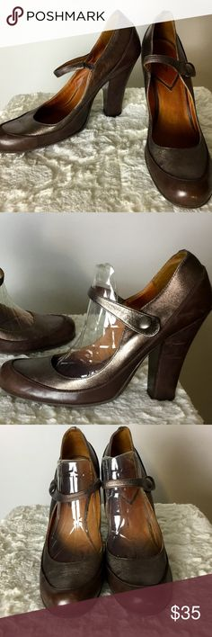 Vince Camuto 2 Toned Leather Brown Mary Jane Sz 8 This Vince Camuto 2 Toned Leather Brown Mary Jane is a great go to shoe for the office, and looks great with trousers.  Product Detail: *Brown Mary Jane *Side button closure *3 inch heel  Fit and Size: Size 8B/38  Fabric and Care: 100% Leather Vince Camuto Shoes Heels
