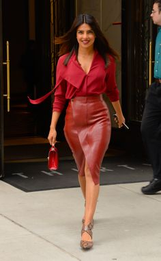 Priyanka Chopra Looked Red Hot in This Monochromatic Outfit, but Her Leather Skirt Stole the Show Street Style & fashion inspiration Skirt Outfits, Cool Outfits, Clothes For Women In 20's, Red Outfits For Women, Priyanka Chopra Hot, Priyanka Chopra Red Carpet, Priyanka Chopra Makeup, Shraddha Kapoor, Ranbir Kapoor
