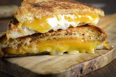 Grilled Three-Cheese Sandwich Food in Pixels Wrap Recipes, Milk Recipes, Other Recipes, Cooking Recipes, No Bake Caramel Cheesecake, Rainbow Cheesecake, Shot Glass Desserts, Mini Desserts, Cheesecake Shooters