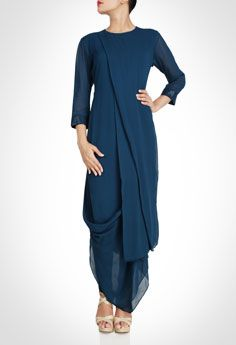 in is an Online Designer Store for Women that offers Exclusive Designer wear from Top Indian Desginers Tunic Designs, Kurta Designs, Kurta Patterns, Dress Patterns, Indian Designer Outfits, Designer Dresses, Indian Dresses, Indian Outfits, Look Short