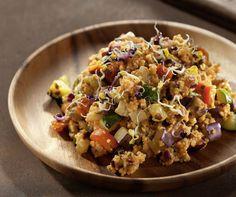 Die Spartaner Hirse ist ein einfaches Hirsegericht, das die Vorzüge der gesunden Hirse mit schmackhaftem Gemüse und Gewürzen abrundet.