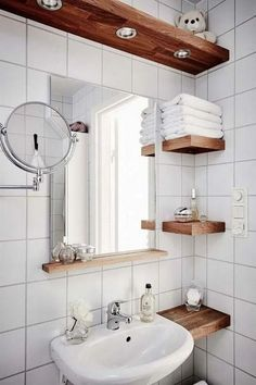 tiny Bathroom Decor Great Photos Bathroom Cabinets organization Suggestions Bathroom cabinets will be greatly thought to be to achieve the a lot of influence within a rest room Small Bathroom Storage, Bathroom Design Small, Bathroom Interior Design, Small Bathroom Ideas, Simple Bathroom, Small Bathroom Makeovers, Modern Bathroom, Small Bathroom With Bath, Condo Interior