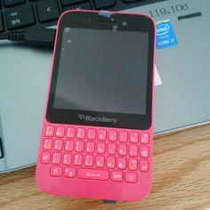#inst10 #ReGram @forsungeun: #blackberry #brandnew #bbq5 아진짜이쁘당 s2  #BlackBerryClubs #BlackBerryPhotos #BBer #RIM #QWERTY #Keyboard