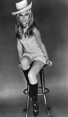Net Photo: Nancy Sinatra: Image ID: . Pic of Nancy Sinatra - Latest Nancy Sinatra Image. Nancy Sinatra, 1960s Fashion, Vintage Fashion, Musica Disco, Old Hollywood Stars, Vintage Boots, Vintage Wear, How To Pose, Women In History