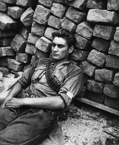 Le repos du FFI, 1944 © Robert Doisneau