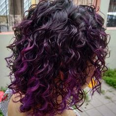 Curly hair more curly purple hair, dyed curly hair, colored cur Curly Purple Hair, Dark Curly Hair, Colored Curly Hair, Hair Color Purple, Hair Colors, Purple Tips, Violet Hair, Pelo Color Borgoña, Purple Hair Highlights