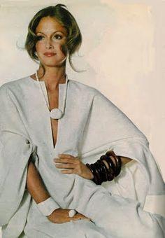 Karen Graham in Halston caftan, Vogue, November 1971 70s Fashion, Fashion History, Fashion Week, Fashion Models, Vintage Fashion, Fashion Styles, Fashion Outfits, 70s Mode, Retro Mode