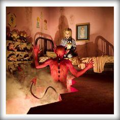 Horror Photographer Joshua Hoffine Has some Brilliant Nightmare Pics featuring Kids Joshua Hoffine, Childhood Fears, Childhood Memories, Horror Photography, Dark Photography, Creepy Photography, Children Photography, Horror Photos, Photoshop