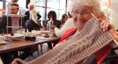 Granny's Finest junta jovens designers com pessoas idosas experientes em tricot, para criar novos produtos - ao mesmo tempo que promove o espírito de comunidade.