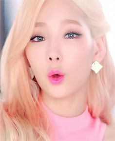 Girls Generation - Taeyeon - Lion Heart MV