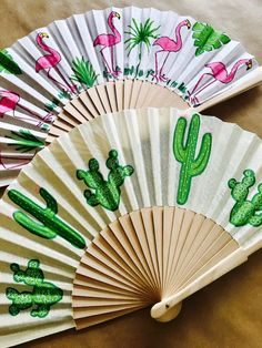 Glam Room, Paper Fans, Deco, Garden Projects, Diy Painting, Traditional Art, Hand Fan, Painted Rocks, Flamingo
