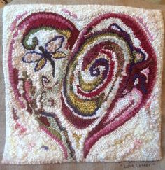 heart rug – Rug making Embroidery Needles, Cross Stitch Embroidery, Embroidery Patterns, Rug Hooking Designs, Rug Hooking Patterns, Punch Needle Patterns, Rug Inspiration, Hand Hooked Rugs, Penny Rugs