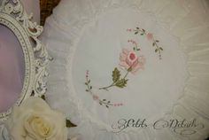 Shabby, Decorative Plates, Embroidery, Sewing, Tableware, Facebook, Home Decor, Mariana, Needlepoint