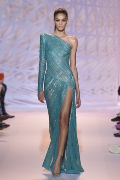 Stunning one shouldered teal embellished Zuhair Murad Haute Couture gown from the F/W 2015 collection Style Haute Couture, Couture Fashion, Runway Fashion, Fashion Show, Net Fashion, Zuhair Murad, Beautiful Gowns, Beautiful Outfits, Gorgeous Dress