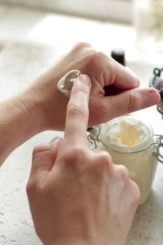 homemade-DIY-ultra-moisturizing-lotion-moisturizer There are links to several other homemade tutorials.