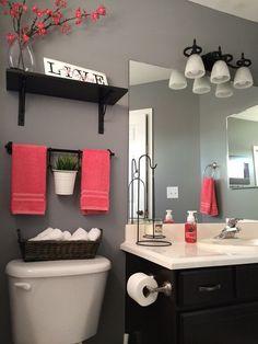 Лучшее решение для маленькой ванной комнаты - яркие акценты в интерьере.