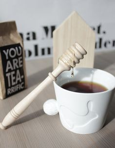 Another cute idea for gift bags :)...everyone takes home their own tea blend.