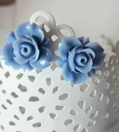 blue Roses    http://de.dawanda.com/product/42734950-hellblaue-Rosen-Blumen-Ohrringe-Vintage-Stecker