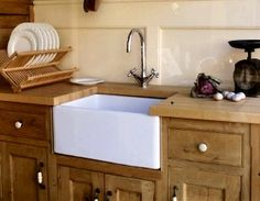 Butlers sink in small kitchen - also known as farmhouse sink. http://media-cache2.pinterest.com/upload/241435229993668271_q0ixVlIm_f.jpg homesweetgarage cottage kitchen