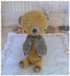 Needs different eye placement ~~~Bear: Kutcha Kacha Bear Hugs, Happy Hippie, Vintage Teddy Bears, Cute Plush, Bear Toy, Tummy Time, Japanese Artists, Softies, Stuffed Animals